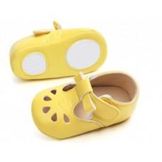 Pantofi bebelusi-model decupat-galben