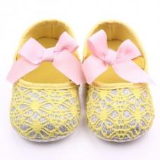 Pantofiori galbeni dantelati